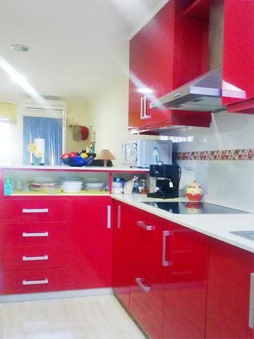 Cocina rojo ferrari muebles a medida armarios for Cocinas ferrati