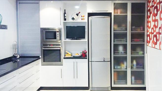 Cocina muebles a medida armarios cocinas ba os - Armarios de cocina altos ...
